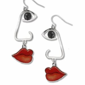 Face earrings with one black eye and red lips